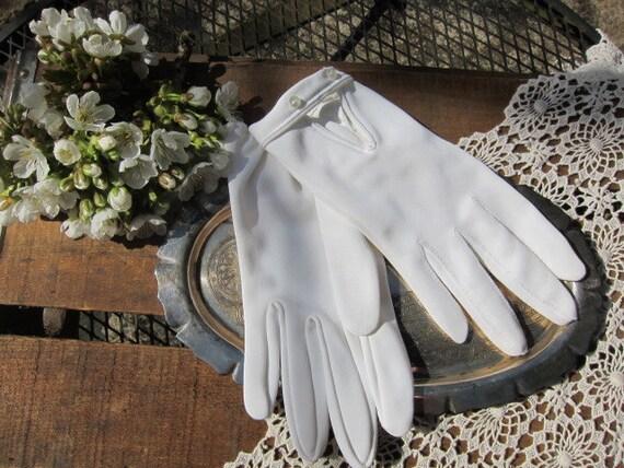 Lovely Wrist Length White Button Dress Gloves