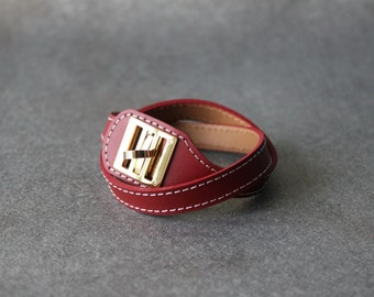 Equestrian Buckle Ornament Leather Bracelet(RED)