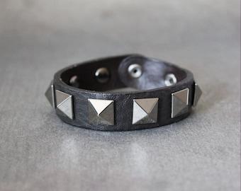 Big Pyramid Stud Leather Bracelet(Dark brown)