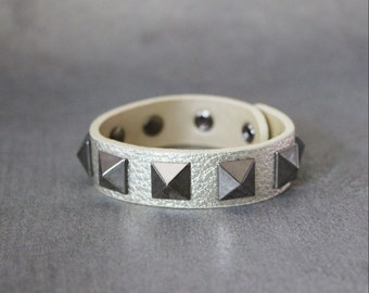 Big Pyramid Stud Leather Bracelet(Gold)
