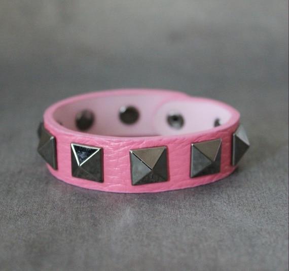 Big Pyramid Stud Leather Bracelet(Pink)