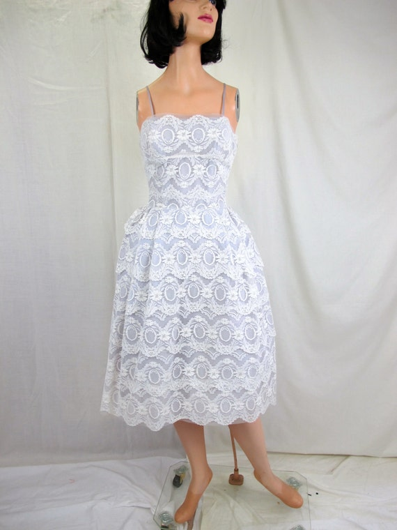 1950s Pale Lavender & Lace Party Dress Nipped Waist Pleated Skirt Sleeveless Scallop Lace Neckline