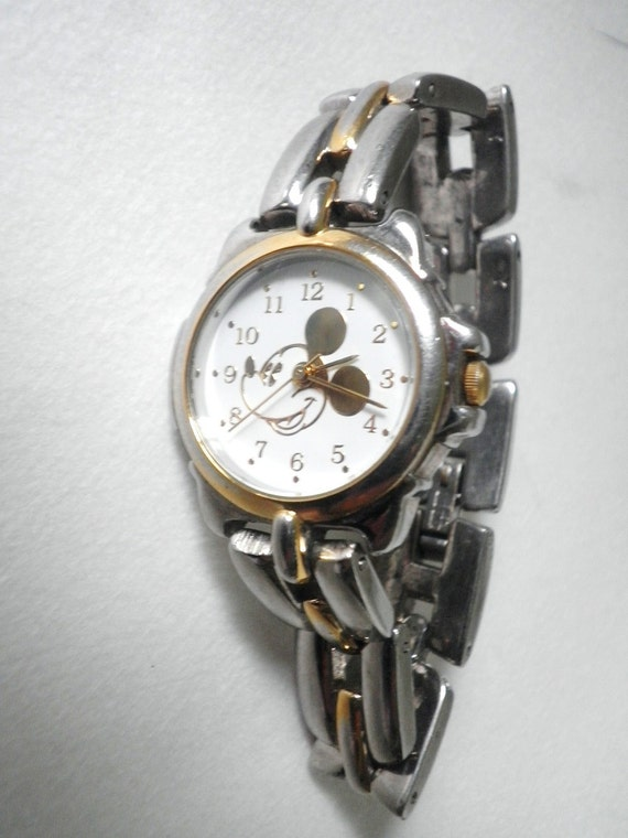Rare Collectible Disney Mickey Mouse Child s Gold Face Watch