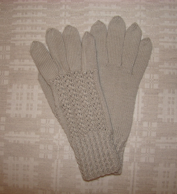 Hand knitted grey warm soft women gloves