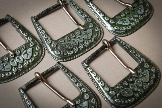 Set of 10 Vintage metal belts buckle. Floral decor