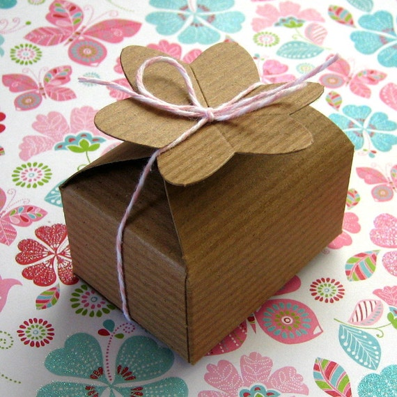 SALE 8 Kraft Boxes Flower Top Pinstripe 1 3/4 x 2 1/2 inches