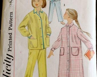 Vintage sewing Pattern Girls Pajamas Pjs Nightgown size 8 - B1