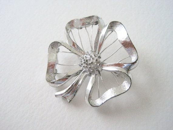 SALE 50 PERCENT OFF Vintage 70s Retro Woodland Silvertone Silver Tone Open Work Design Wire Four Leaf Clover Brooch Pin