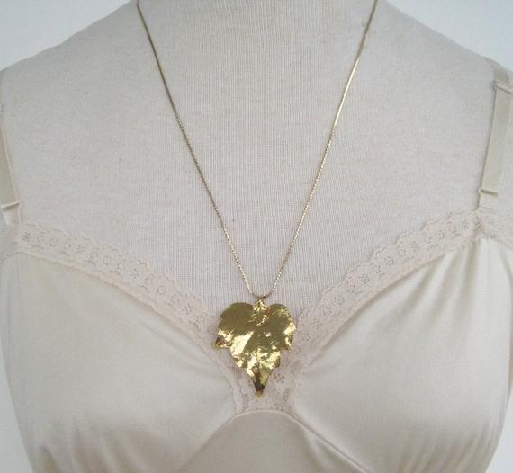 Vintage 70s Boho Retro Goldtone Basketweave Style Chain with Leaf Pendant