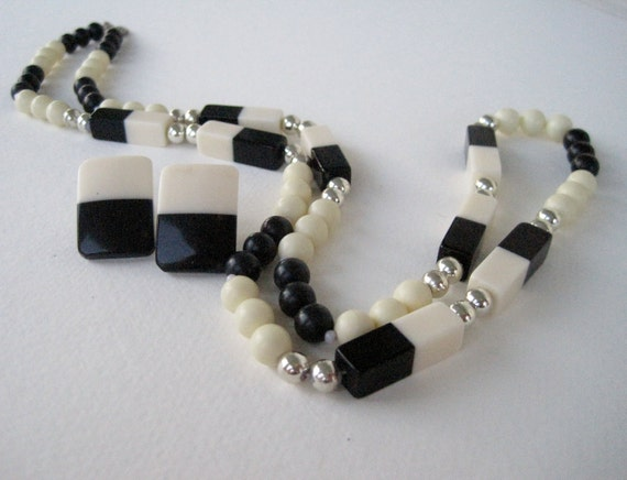 Vintage 60s Mod Hipster Demi Parure Black Ivory Silvertone Plastic Bead Beaded Necklace Earrings Set