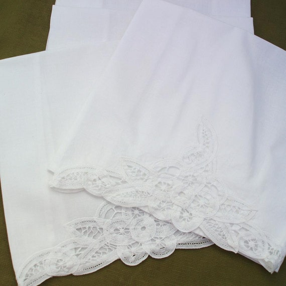 White Tea Towels  Vintage Tea Towels   Battenberg Lace Towels  Hand Towels  Decorative Lace Fingertip Towels  Set of 4