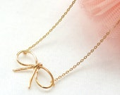 BOW Necklace in gold