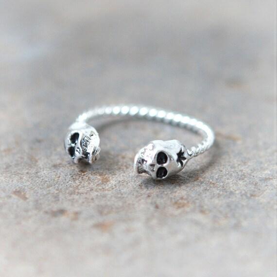 Tiny Skulls ring in silver / adjustable ring