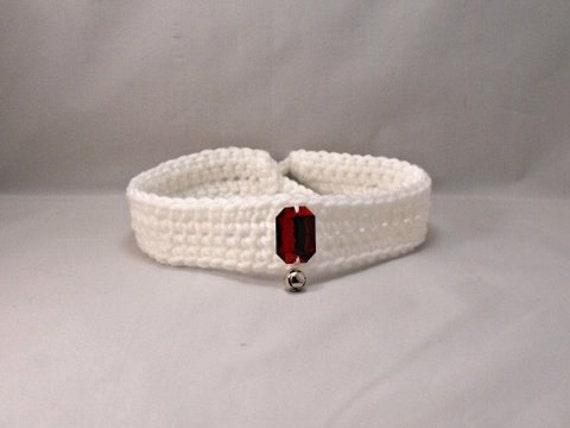 Ganchillo Collar de perro/gato blanco con gema roja