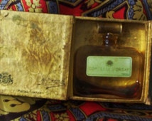 1931 D'orsay Comtesse Perfume.  Vintage French Perfume in Original Wood Box.  G-063