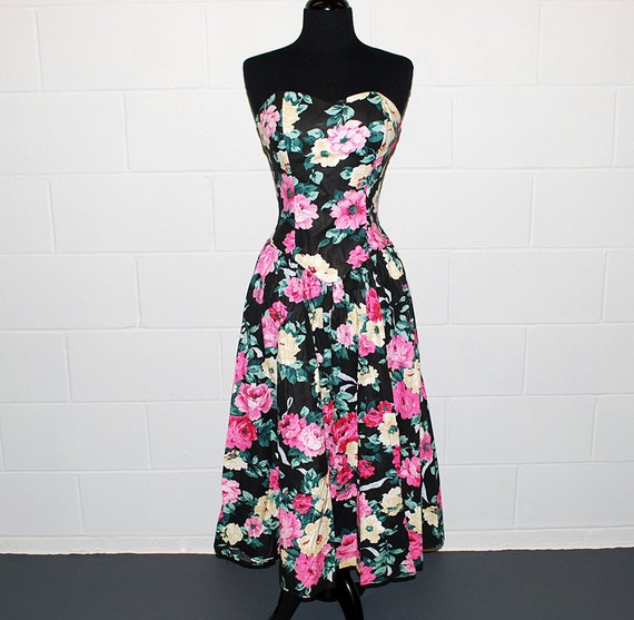 Vintage 80s floral sun dress with sweetheart neckline and full skirt