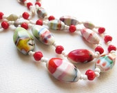 Vintage 1950s mid century muliti color red and white swirl glass bead necklace