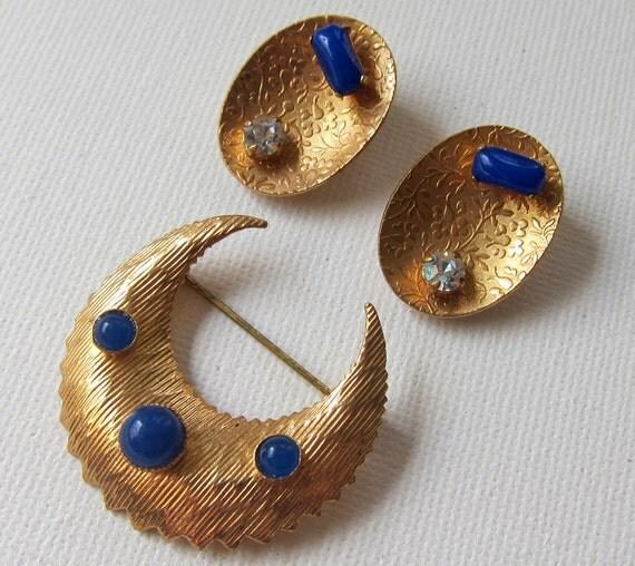 Vintage retro mid century modernist embossed copper tone rhinestone earrings and brooch