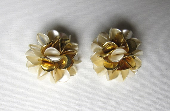 Vintage retro big white and gold celluloid flower earrings