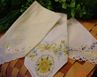 Vintage Yellow Ladies Hankies Embroidered Set of 3