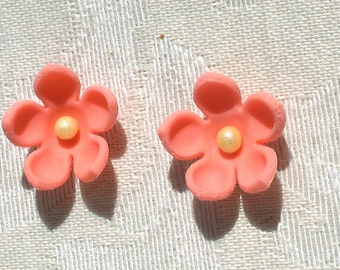 32 Peach Tiny Gum Paste Flowers with Pearl 100% Edible Perfect for Cupcakes