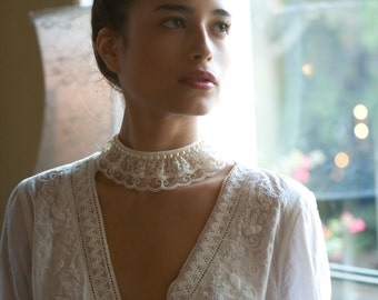 Lace Fabric Choker Nacklace Ivory cream Vintage style 18th century  Victorian jewelry wedding/bridesmaids jewelry necklace.