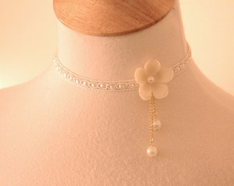 Asymmetrical Flower necklace Romantic Vintage wedding Jewelry Whimsical Lace Choker Ivory cream Collar w pearls bride bridesmaids Jewelry