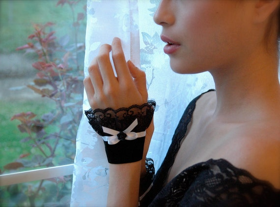 Black lace cuffs bracelet Fabric jewelry shirt extension romantic Gothic vintage Hollywood Glamorous victorian accessories. 1940s style
