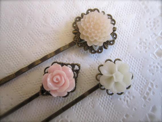 Flowers Hair Pins Pastel Brass Filigree Hair accessories Shabby chic Bridal Hair flowers wedding hair bobby pins. Vintage style set of 3