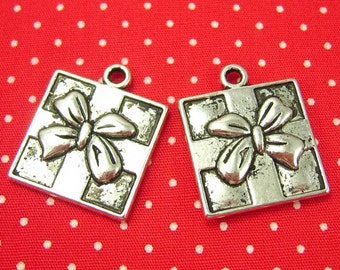 10 pcs Antique Silver Gift Charms 17mm CH0542