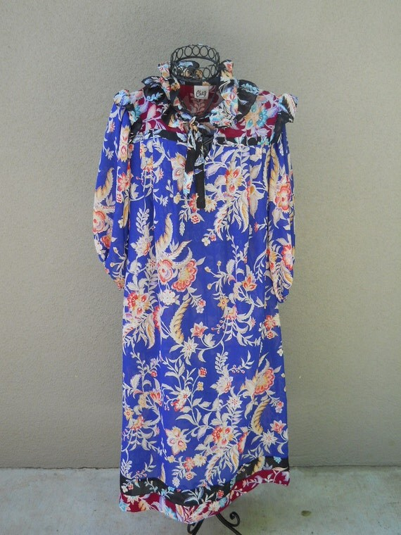 SALE Vintage 60s Floral Blue Night Gown Dressing Gown Robe - Womens - One size