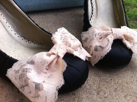 Custom Order for Beautiful Bride to be Savanna.....5 sets of Big Beautiful Vintage Lace Bridesmaids Blush/Nude Bridal Bow Shoe Clips