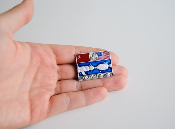 Vintage Soviet Union Metal Pin - USSR - Apollo Alliance 1975