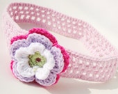 Crochet headband for babies and children in soft pink, decorated with flower