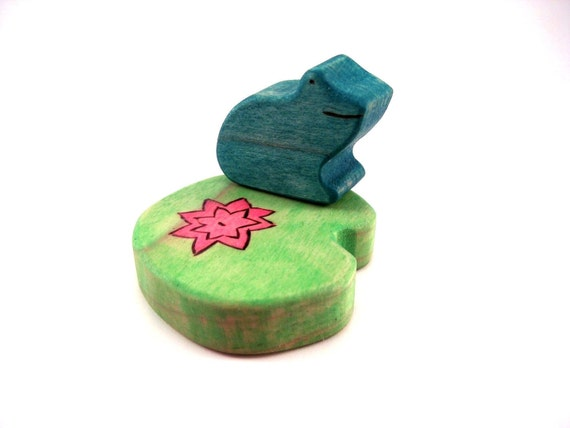Frog and Lily Pad Toy - Handmade Toy - Waldorf Toy - Wooden Toy