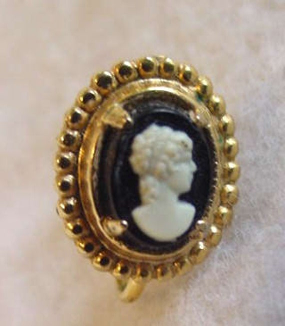 Vintage Screw Back Cameo Earrings