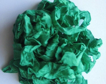 5 yards Gem Green Christmas Crinkled Seam Binding E908 SALE