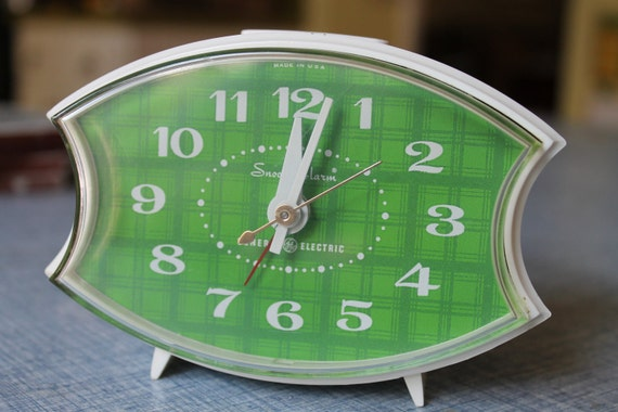 Vintage General Electric Snooze Alarm white & green table clock RETRO