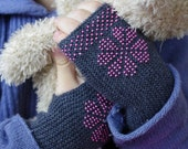 Very soft and cozy merino wool beaded fingerless gloves/wrist warmers for toddlers in grey with a pink flower