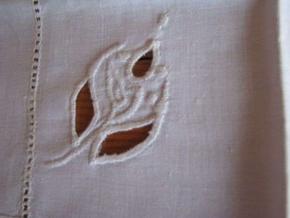 Vintage Four White Linen Place Mats - Embroidered And Cut Work