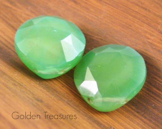 Yellow Green Agate, 14mm x 14mm faceted puffed teardrop briolette, 2 pieces (GSGA02)