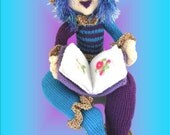 Nootu Lotz - the Royal Reader - a toy knitting pattern