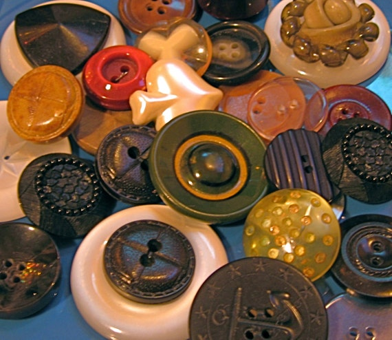 Take 20% Off 32 LARGE VINTAGE BUTTONS