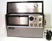 Vintage Montgomery wards World Radio