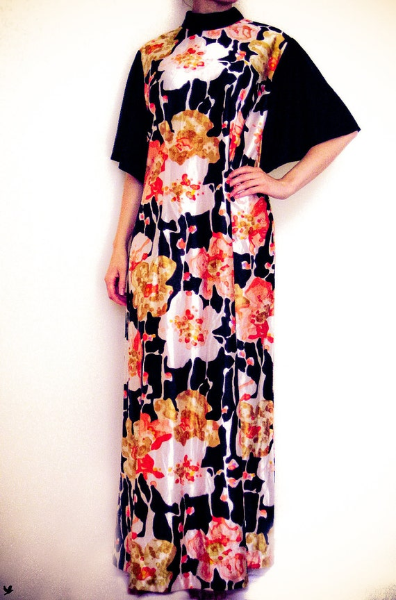 Vintage 1970s 70s, Floral Watercolour Print with Batwing Sleeves Long Caftan Dress