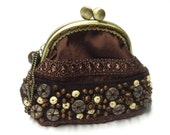 Brown frame coin purse with bead embroidery