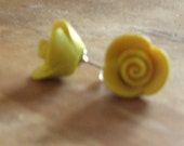 Rose Earrings - canary