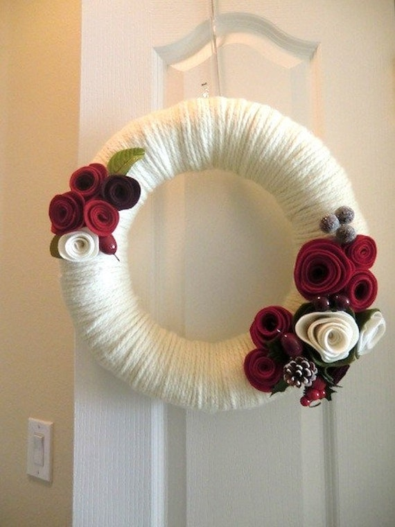 Classic Christmas Yarn Wreath Red Felt Roses Door Hanging