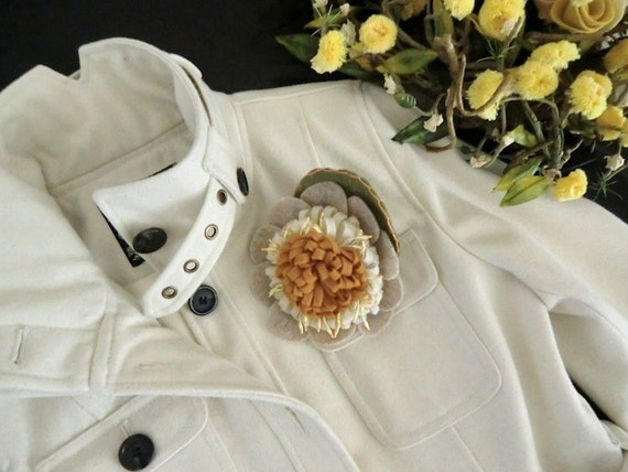 Retro Creamy Ivory White Wool Coat With Sunny Felt Flower - Winter Classic Small / Medium