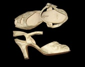 Amazing Vintage 1940s Ivory Brocade Open Peep Toe Sling Back Marshall Fields Shoes 5 1/2